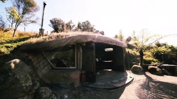 hobbit-like-cave-home-built-in-hillside-002