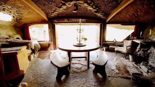 hobbit-like-cave-home-built-in-hillside-006