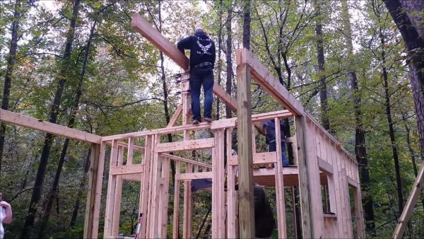 how-to-build-your-own-tiny-cabin-007