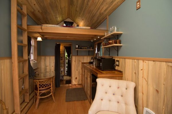 kangablue-170-sq-ft-tiny-house-on-wheels-at-caravan-hotel-002