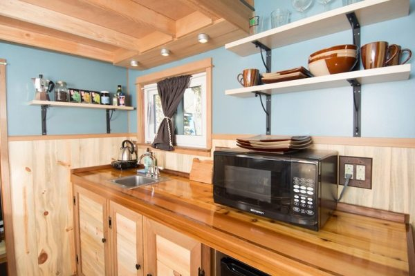 kangablue-170-sq-ft-tiny-house-on-wheels-at-caravan-hotel-005