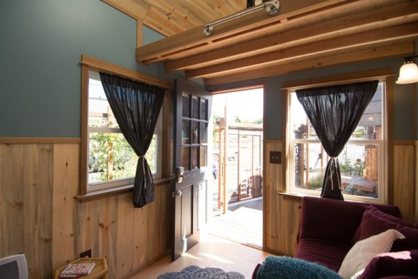 kangablue-170-sq-ft-tiny-house-on-wheels-at-caravan-hotel-007