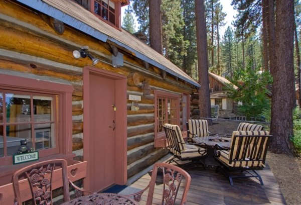 lake-tahoe-log-cabin-smallhousebliss-009