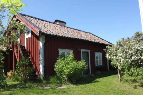 little-village-cottage-sweden-001