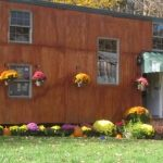 man-builds-5k-tiny-house-for-family
