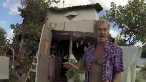 man-builds-diy-floating-island-made-of-trash-003