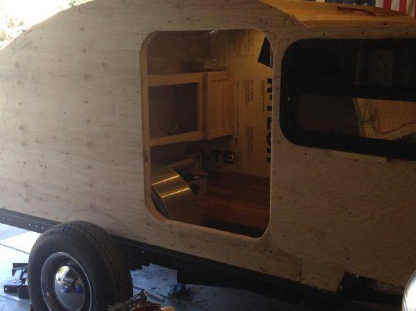 man-builds-diy-teardrop-camper-for-3k-in-3-months-05