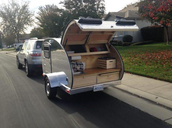 man-builds-diy-teardrop-camper-for-3k-in-3-months-09