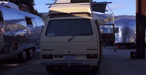 man-lives-in-1985-westfalia-van-to-enjoy-life-more-006