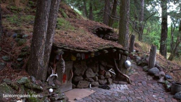 man-living-in-underground-home-5k-001
