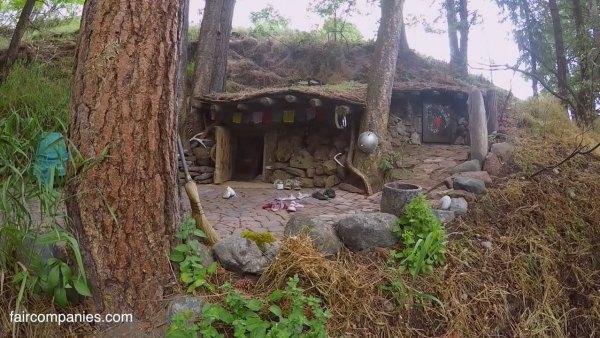 man-living-in-underground-home-5k-006