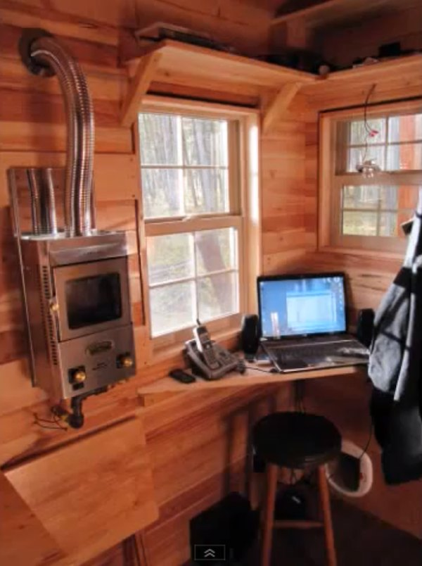 Computer Workstation in a Tiny House