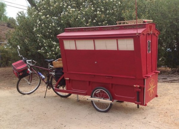 micro gypsy wagon for bicycles 03 600x431   Micro Gypsy Wagon That You Can Tow by Bicycle