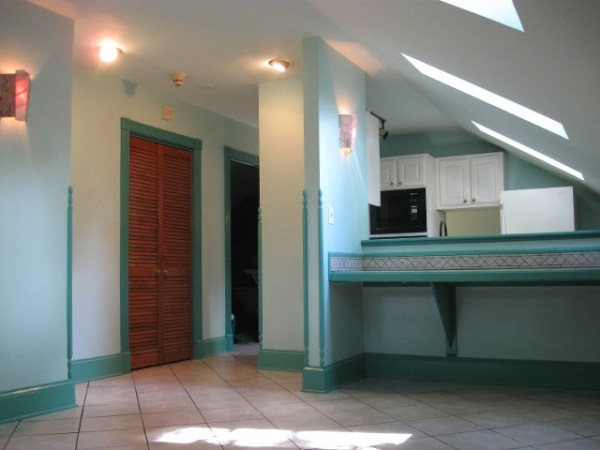 natashas-suite-historic-garage-to-little-house-carriage-home-conversion-00012
