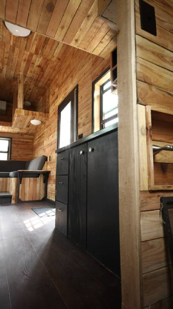 nomadic-cabins-the-texan-tiny-house-002