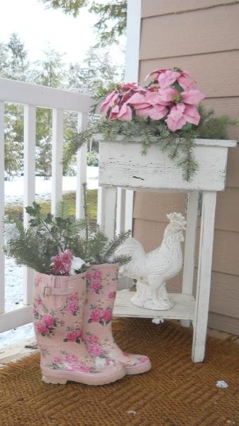 Tonita's Pink Christmas Tiny House (2)