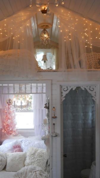 Tonita's Pink Christmas Tiny House (4)