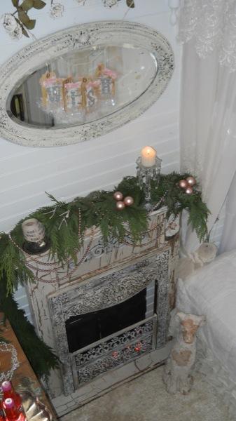 Tonita's Pink Christmas Tiny House (7)