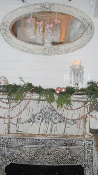 Tonita's Pink Christmas Tiny House (8)