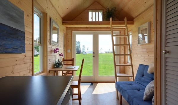 poco-edition-tiny-house-on-wheels-by-tiny-living-homes-002