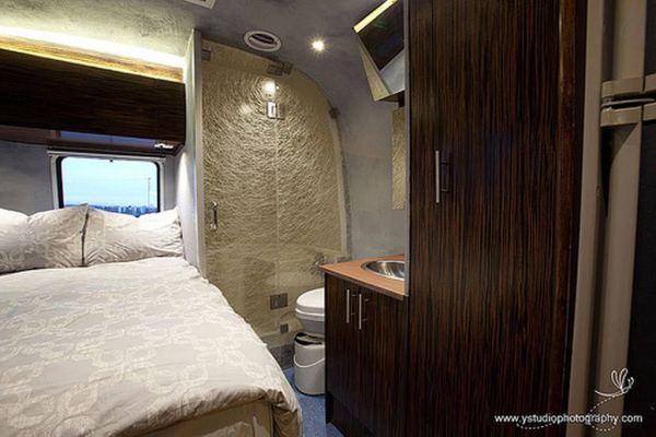 renovated-eco-airstream-vacation-008