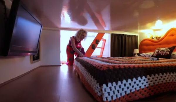 Retro Metro Houseboat's Bedroom