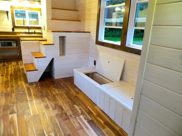 robins-nest-tiny-house-on-wheels-by-brevard-tiny-homes-00012