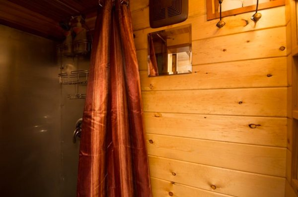 roly-poly-80-sq-ft-tiny-house-vacation-portland-oregon-007