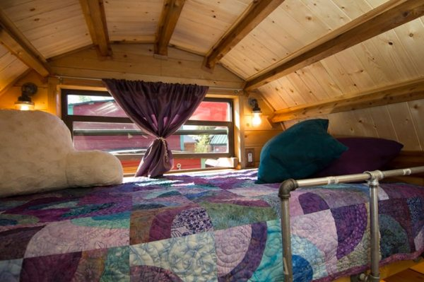 roly-poly-80-sq-ft-tiny-house-vacation-portland-oregon-008