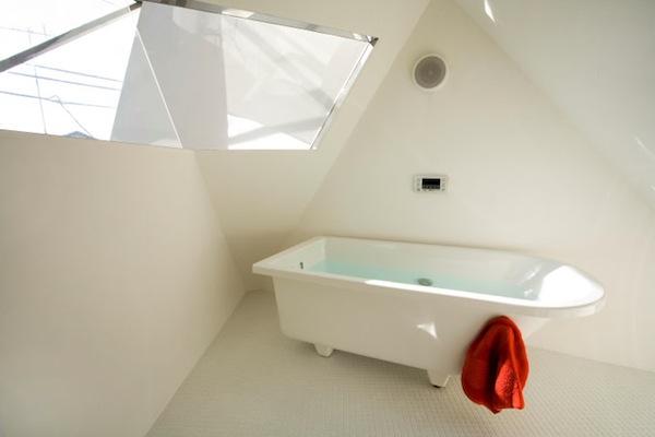 Simple Bathroom in Modern Minimalist House in Japan