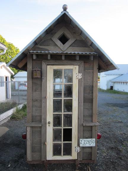 rustic-vintage-tiny-house-on-wheels-06