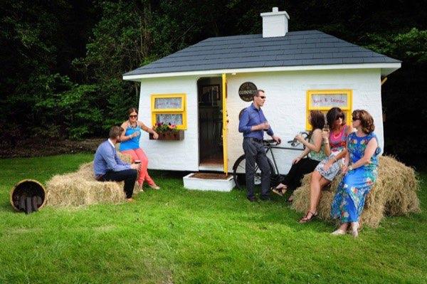 shebeen-tiny-irish-pub-on-wheels-04