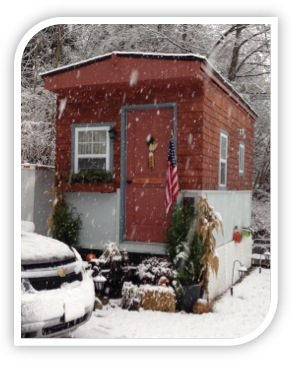 shirley-loomis-tiny-house-in-the-snow