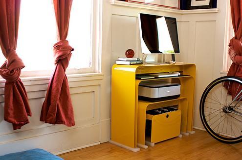 simple-stack-desk-heckler-design