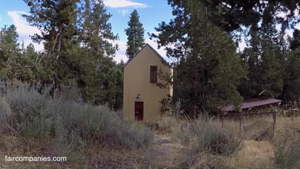 skinny and tall cottage in Bend Oregon by Gary Beaudoin via Faircompanies 001