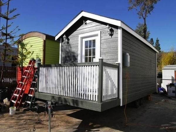 so-cal-200-sq-ft-tiny-cottage-for-sale-001