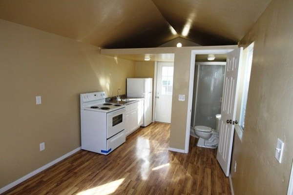 so-cal-200-sq-ft-tiny-cottage-for-sale-0010