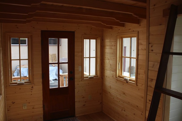 solar-off-grid-tiny-house-for-sale-built-by-high-school-students-002