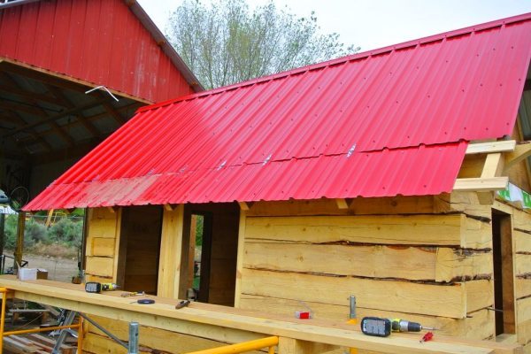 stanley-rocky-mountain-tiny-houses-log-cabin-on-wheels-flipping-overhangs-greg-parham-0006
