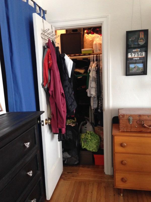 studio-apartment-closet1