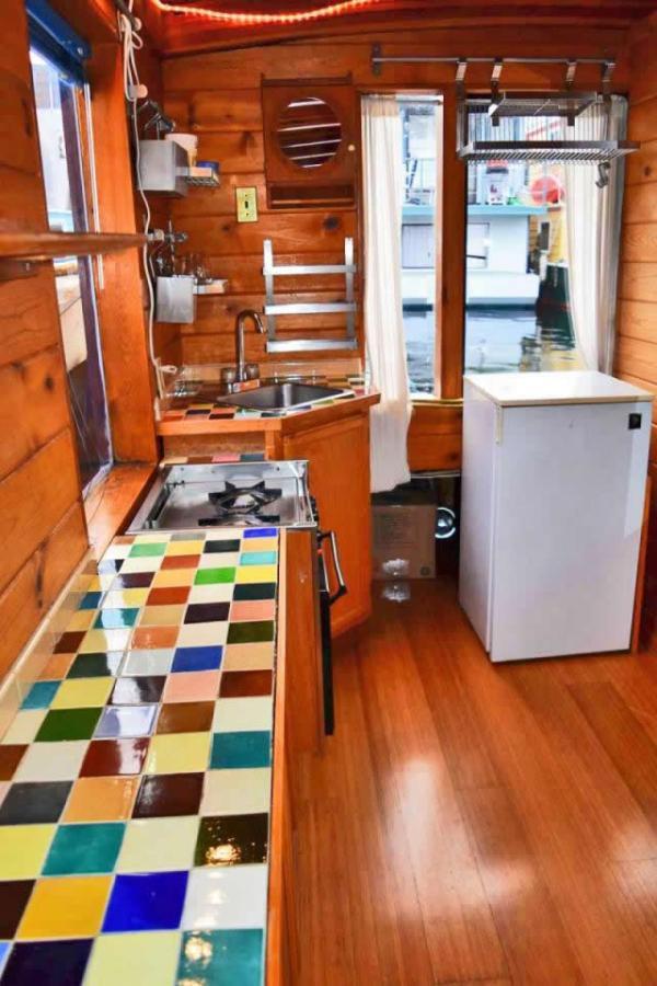 tao-tiny-houseboat-lake-union-smallhousebliss-005