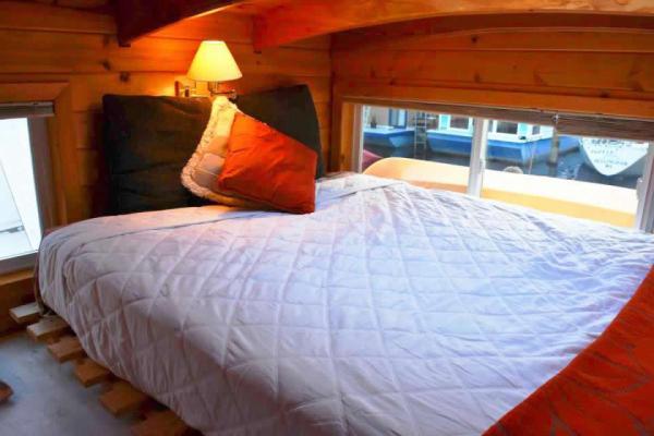 tao-tiny-houseboat-lake-union-smallhousebliss-012