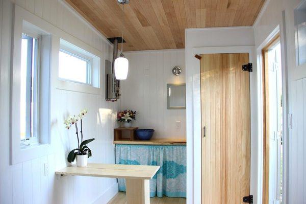 the-birdhouse-tiny-house-on-wheels-by-full-moon-tiny-shelters-002
