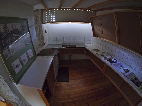 the-box-215-sq-ft-tiny-cabin-by-ralph-erskine-007
