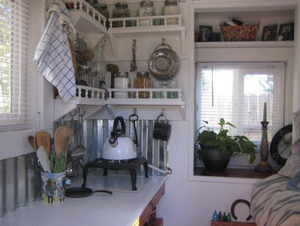 the-nest-tiny-house-on-wheels-by-marsha-cowan-0005