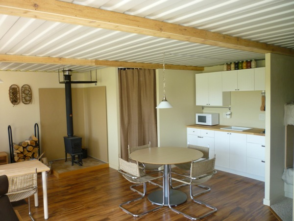 tin-can-cabin-shipping-container-tiny-house-004