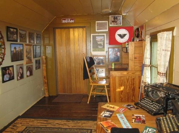 tiny-cabin-004