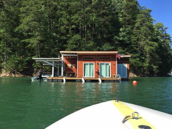 tiny-floating-cabin-fontana-lake-007