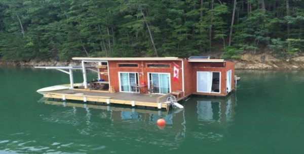 tiny-floating-cabin-fontana-lake-008