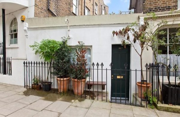 tiny-house-for-sale-in-london-0001
